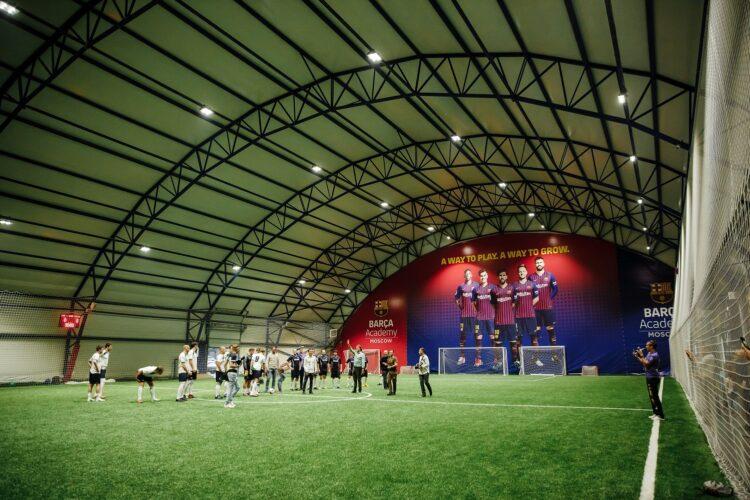 Тентовый футбольных манеж